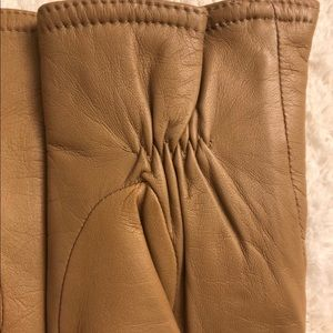 Accessories - Woman's tan wrist length leather gloves
